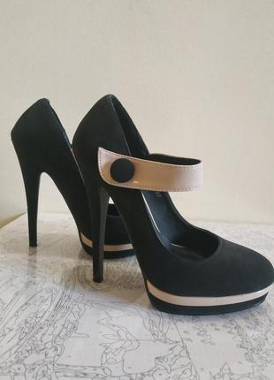 Очень крутые туфли черно белые