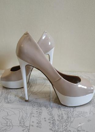 Очень классные лаковые нюдовые туфли