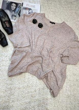 Нюдовая блузка в принт
