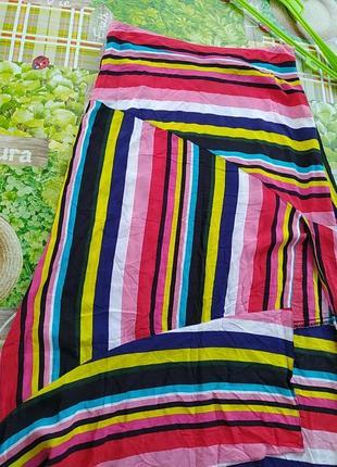 Разноцветная юбка  в полосах с разрезом, очень тоненькая