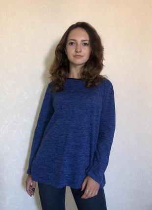 Синий свитер с красивой спиной