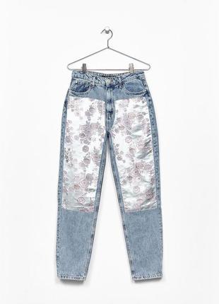 Крутые mom fit джинсы от bershka с жаккардовыми вставками