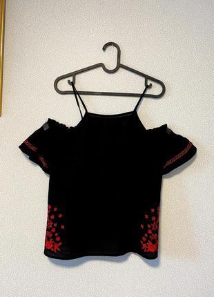 Блуза с вышивкой и вырезами на плечах / большая распродажа!