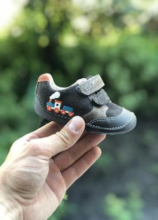 Clarks дитячі шкіряні кросівки на ліпучках оригінал