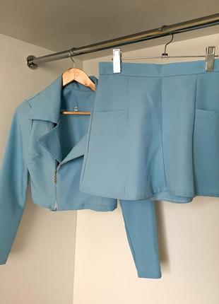 Летний костюм короткая юбка с высокой посадкой талией с пиджаком кофтой на змейке косуха