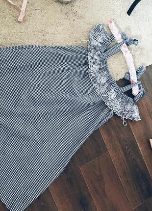 Классное котоновое платье в клетку с вышивкой
