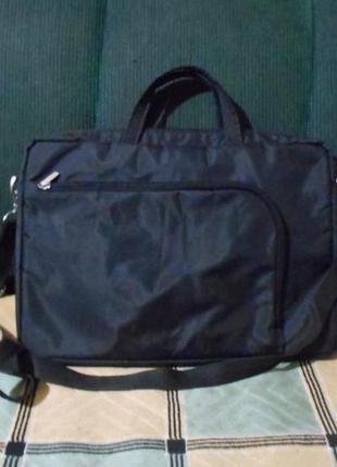 Классическая черная сумка для ноутбука