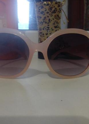 Красивые солнцезащитные очки в стиле шанель