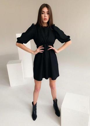 Чёрное базовое платье с кружевом