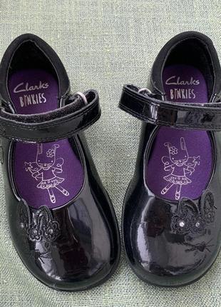 Туфли clarks светятся