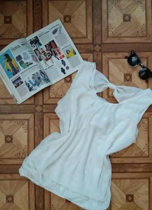 Легкая белая блуза с бантиком на спине