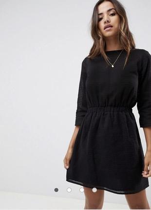 Чёрное кружевное платье базовое