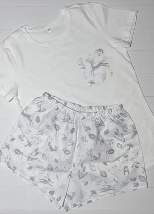 """Женская пижама из трикотажной футболки и шортиков """"лесные звери серые на белом"""" s m"""