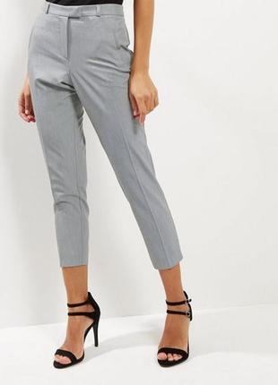 Легкие укороченные стрейчевые брюки серые new look