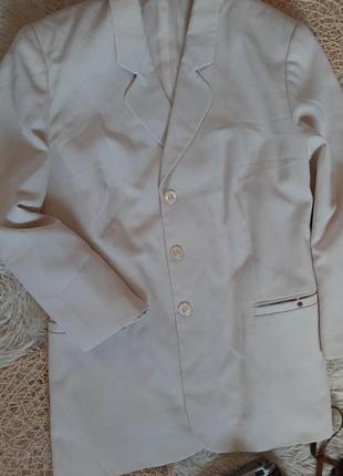 Легкий пиджак светло-желтого цвета