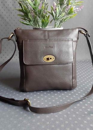 Кожаная красивая коричневая сумка кроссбоди фирмы antler