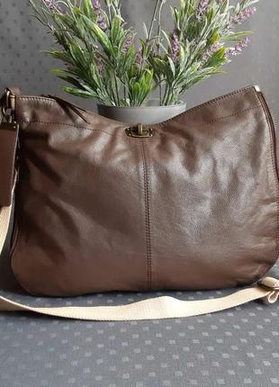 Кожаная красивая коричневая сумка кроссбоди фирмы  maddison