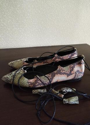 """Летние лёгкие туфли балетки с завязками по ноге """"под рептилию""""office испания."""