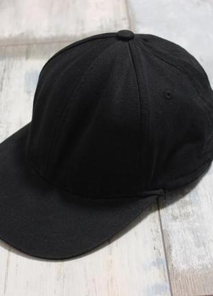 Черная кепка от h&m