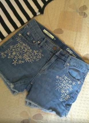Брендовые джинсовые шорты с бахромой и вышивкой