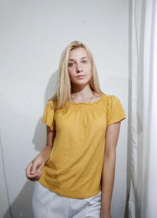 Горчичный топ на плечи блуза на резинке
