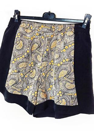 Красивые легкие шорты на резинке с орнаментом