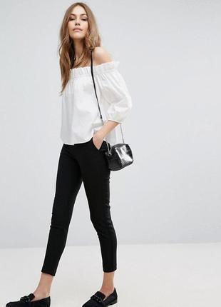 Стильная белая блуза с открытыми плечами vero moda