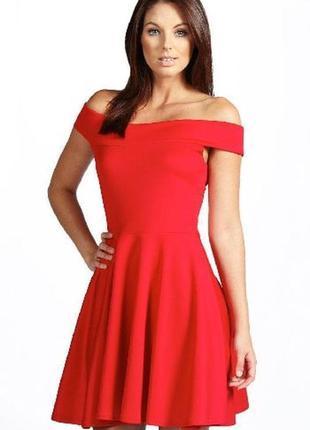 Красное нарядное миди платье с открытыми спущенными плечами boohoo великобритания этикетка