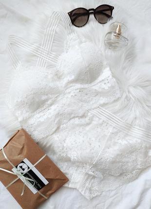 Белый кружевной комплект белья бралетт и завышенные трусики бразильяна бра лиф бюстгальтер