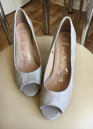 Красивые туфельки с открытым носком