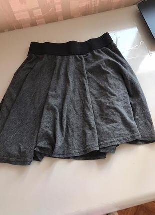 Легкая серая юбка