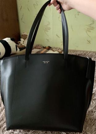 Продам кожаную чёрную сумку tosca blu