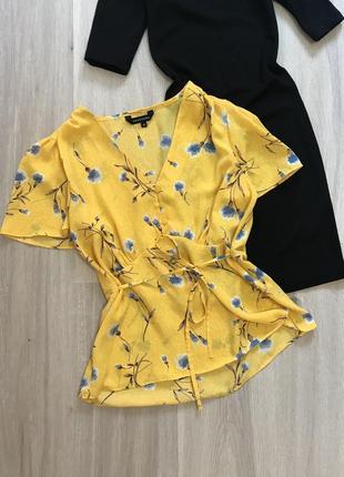 Блуза топ футболка в квіти з поясом на ґудзиках / блузка рубашка с баской