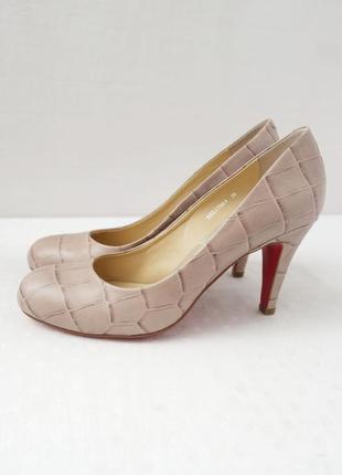 """Стильные бежевые кожаные туфли """"staccato"""" рептилия. размер 38."""