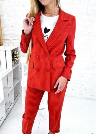 Актуальный костюм в полоску пиджак и брюки
