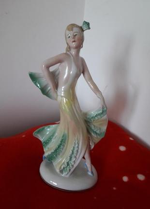 Статуэтка танцовщица foreign производство германия гдр материал- фарфор, ручная роспись.
