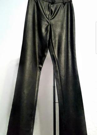 Брюки под кожу высокая посадка штаны ткань с эффектом кожи