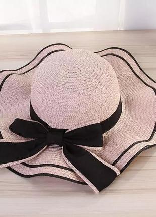 Пляжная шляпа с широкими полями. соломенная шляпа