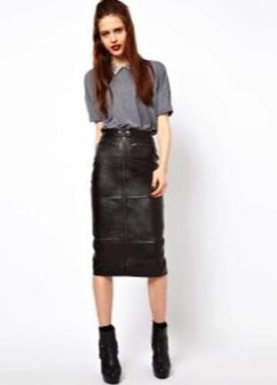 Черная плотная кожаная кожзам юбка миди с серебристой длинной молнией длинная карандаш