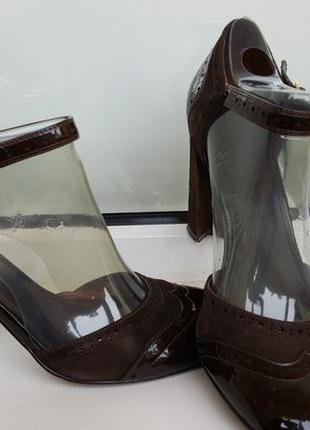 Открытые летние туфли из лак.кожи и замши