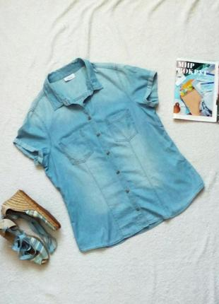Джинсовая рубашка с коротким рукавом из светло голубого тонкого денима
