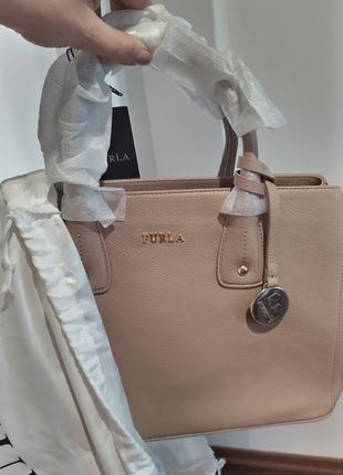 Новая кожаная сумка furla serena тоут есть плечевой ремень. нюд/беж оригинал