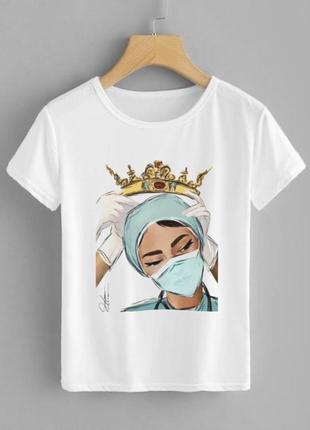 Скидка, футболка с принтом врача женская белая хлопковая