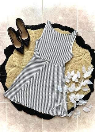 Платтячко в полоску розмір с-м. гарна спинка