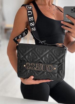 Красивая и аккуратная женская сумка guess в черном цвете 😍