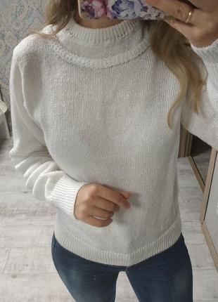 Тёплый красивый белоснежный свитер