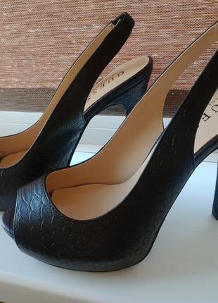 Туфли босоножки guess 37 размер кожаные на каблуке и платформе