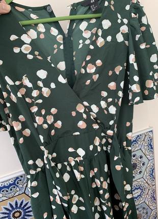 Шикарный комбинезон зеленого цвета в цветы