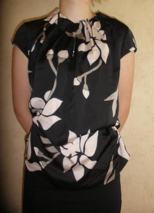 Прелестная нарядная легкая блузка топ comma с необычной драпировкой горловины
