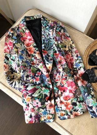 Пиджак zara в цветочный принт